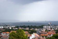 Εναέριο πανόραμα θάλασσας της βουλγαρικής πόλης το καλοκαίρι Στοκ Φωτογραφίες