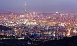 Εναέριο πανόραμα της πολυάσχολης πόλης ~ της Ταϊπέι Στοκ Εικόνες
