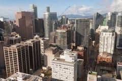Εναέριο πανόραμα του στο κέντρο της πόλης ορίζοντα του Βανκούβερ με το κοβάλτιο ουρανοξυστών Στοκ Εικόνα