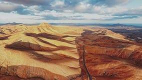 Εναέριο πανόραμα του τοπίου ερήμων, Fuerteventura απόθεμα βίντεο
