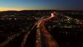 Εναέριο σούρουπο ανταλλαγής αυτοκινητόδρομων του Λος Άντζελες απόθεμα βίντεο