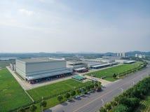 Εναέριο σύγχρονο εργοστάσιο κέντρων διανομής Στοκ Εικόνες