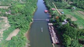 Εναέριο σύνολο άποψης στον ποταμό απόθεμα βίντεο
