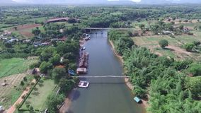 Εναέριο σύνολο άποψης στον ποταμό φιλμ μικρού μήκους
