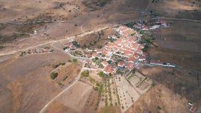 Εναέριο χαρακτηριστικό χωριό στεγών άποψης κόκκινο κεραμωμένο απόθεμα βίντεο