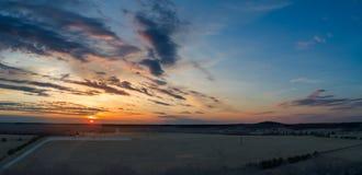 Εναέριο midwest αγροτικό ηλιοβασίλεμα γεωργικής γης στοκ φωτογραφία με δικαίωμα ελεύθερης χρήσης