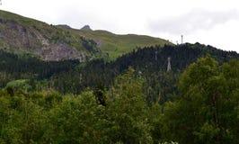 Εναέριο ropeway, Dombay Η Δημοκρατία karachay-Cherkessia στο βόρειο Καύκασο, Ρωσία Στοκ φωτογραφία με δικαίωμα ελεύθερης χρήσης