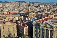 εναέριο tibidabo οριζόντων βουνών πόλεων της Βαρκελώνης προς την όψη Στοκ Εικόνα