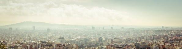 εναέριο tibidabo οριζόντων βουνών πόλεων της Βαρκελώνης προς την όψη Στοκ Φωτογραφία
