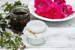 Εναλλακτική ιατρική, πετρέλαιο θεραπειών από τα θεραπευτικά χορτάρια Στοκ Εικόνα