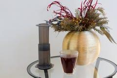 Εναλλακτική φίλτρων καφέ παρασκευή καφέ προετοιμασιών επαγγελματική Στοκ εικόνες με δικαίωμα ελεύθερης χρήσης