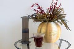 Εναλλακτική φίλτρων καφέ παρασκευή καφέ προετοιμασιών επαγγελματική Στοκ Εικόνες