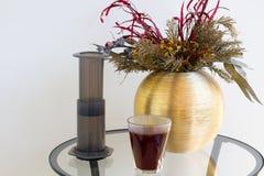 Εναλλακτική φίλτρων καφέ παρασκευή καφέ προετοιμασιών επαγγελματική Στοκ εικόνα με δικαίωμα ελεύθερης χρήσης
