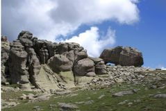 Ενδιαφέροντες δύσκολοι βράχοι υψηλοί στα ισπανικά βουνά στοκ εικόνες με δικαίωμα ελεύθερης χρήσης