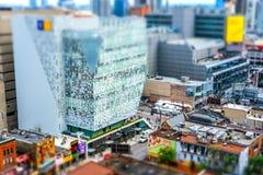 Ενδιαφέρων, μικροσκοπική diorama επίδραση που βλέπει από μια ψηλή πλεονεκτική θέση του κέντρου της πόλης του Τορόντου στοκ φωτογραφίες με δικαίωμα ελεύθερης χρήσης