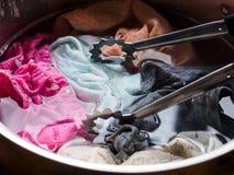 Ενδύματα πλύσης χεριών που χρειάζονται την ειδική προσοχή Στοκ Εικόνα