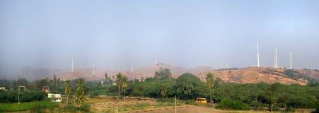 Ενεργειακές εναλλακτικές λύσεις 7 Αιολικό πάρκο στην ινδική επαρχία του Κεράλα Στοκ φωτογραφία με δικαίωμα ελεύθερης χρήσης