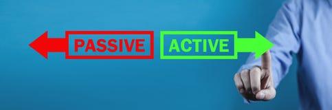 Ενεργητικό ή ενεργό κείμενο με τα βέλη E στοκ φωτογραφίες με δικαίωμα ελεύθερης χρήσης