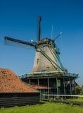 Ενεργός ανεμόμυλος σε μια ηλιόλουστη ημέρα, Κάτω Χώρες Στοκ Φωτογραφία