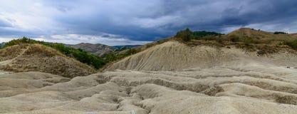 Ενεργός λασπώδης εθνική επιφύλαξη ηφαιστείων Άποψη με να εκραγεί Στοκ Φωτογραφίες