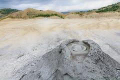 Ενεργός λασπώδης εθνική επιφύλαξη ηφαιστείων Άποψη με να εκραγεί Στοκ Εικόνες