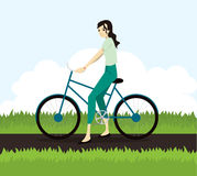 Ενεργός νέα γυναίκα που οδηγά στο ποδήλατο διανυσματική απεικόνιση