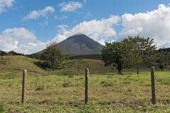 Ενεργό ηφαίστειο Arenal στη Κόστα Ρίκα Στοκ Φωτογραφίες