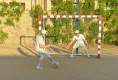 Ενεργό ποδόσφαιρο ζευγών playng Στοκ Εικόνα