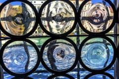 Ενετικό ζωηρόχρωμο μεγάλο κανάλι Βενετία Ιταλία Windwo γυαλιού Στοκ Φωτογραφίες