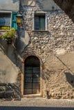 Ενετικό παράθυρο, πόρτα, αψίδα, αρχιτεκτονική από την Ιταλία στοκ εικόνα