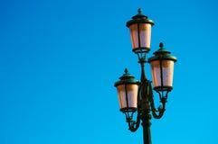 Ενετικό φανάρι μπροστά από το μπλε ουρανό στοκ εικόνες με δικαίωμα ελεύθερης χρήσης