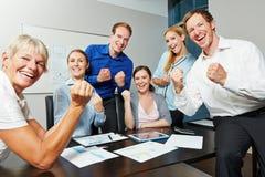 Ενθαρρυντικοί επιχειρηματίες με τις σφιγγμένες πυγμές Στοκ εικόνα με δικαίωμα ελεύθερης χρήσης