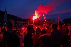 Ενθαρρυντικό πλήθος με το φανό Στοκ εικόνες με δικαίωμα ελεύθερης χρήσης