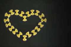 Ενθεμένη τόξο καρδιά ζυμαρικών Στοκ εικόνες με δικαίωμα ελεύθερης χρήσης
