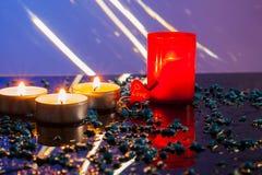 Ενιαία αναμμένα κεριά Νέο έτος κεριών Στοκ Φωτογραφία