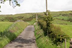Ενιαία εθνική οδός Laned επάνω από την πόλη Largs στη Σκωτία στοκ φωτογραφία