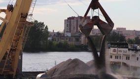 Ενιαία dragline κάδων ερείπια εκφόρτωσης εκσκαφέων απόθεμα βίντεο