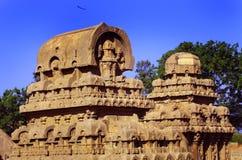 Ενιαίοι σμιλευμένοι πέτρα πύργοι αιθουσών στο mahabalipuram- πέντε rathas Στοκ φωτογραφίες με δικαίωμα ελεύθερης χρήσης