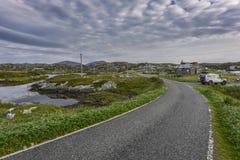 Ενιαίος δρόμος διαδρομής μέσω του φυσικού τοπίου του νησιού Harris, Σκωτία, Μεγάλη Βρετανία στοκ φωτογραφίες με δικαίωμα ελεύθερης χρήσης