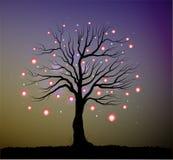 Ενιαίο δέντρο νεράιδων με τα κόκκινα φανάρια και τα σπινθηρίσματα, δέντρο και fireflies το βράδυ, απεικόνιση αποθεμάτων