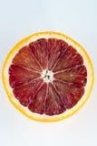 Ενιαίο μισό ενός πορτοκαλιού αίματος που απομονώνεται στο λευκό Στοκ φωτογραφίες με δικαίωμα ελεύθερης χρήσης