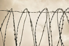 Ενιαίο χαλύβδινο σύρμα οδοφραγμάτων στην ημέρα Στοκ φωτογραφίες με δικαίωμα ελεύθερης χρήσης