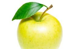Ενιαίο ώριμο πράσινο μήλο με το πράσινο φύλλο μήλων που απομονώνεται στο άσπρο υπόβαθρο Apple και φύλλο με το ψαλίδισμα της πορεί Στοκ φωτογραφία με δικαίωμα ελεύθερης χρήσης