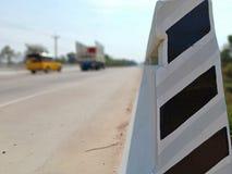 Ενισχυμένα συγκεκριμένα κιγκλιδώματα γεφυρών στοκ φωτογραφία
