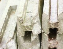 Ενισχυμένες συγκεκριμένες δομές, ενισχυμένοι συγκεκριμένοι σωροί, για την περίφραξη Στοκ φωτογραφία με δικαίωμα ελεύθερης χρήσης