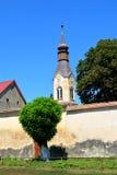 Ενισχυμένη μεσαιωνική σαξονική εκκλησία σε Dacia, νομός Brasov, Τρανσυλβανία καταστροφές Στοκ εικόνα με δικαίωμα ελεύθερης χρήσης