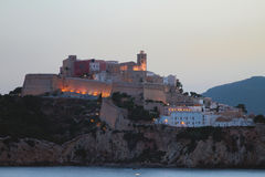 Ενισχυμένη πόλη στη δύσκολη ακτή Ibiza, Ισπανία Στοκ εικόνες με δικαίωμα ελεύθερης χρήσης