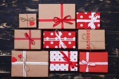 Εννέα ανάμεικτα κιβώτια δώρων μεγεθών τετραγωνικά στο επίπεδο σχεδιάγραμμα Στοκ εικόνα με δικαίωμα ελεύθερης χρήσης