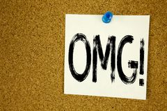 Εννοιολογική έμπνευση τίτλων κειμένων γραψίματος χεριών που παρουσιάζει σε OMG OH Θεό μου Επιχειρησιακή έννοια για το αιφνιδιαστι Στοκ Εικόνα