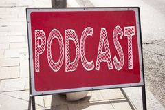 Εννοιολογική έμπνευση τίτλων κειμένων γραψίματος χεριών που παρουσιάζει επιχειρησιακή έννοια Podcast για την έννοια ραδιοφωνικής  Στοκ Φωτογραφία